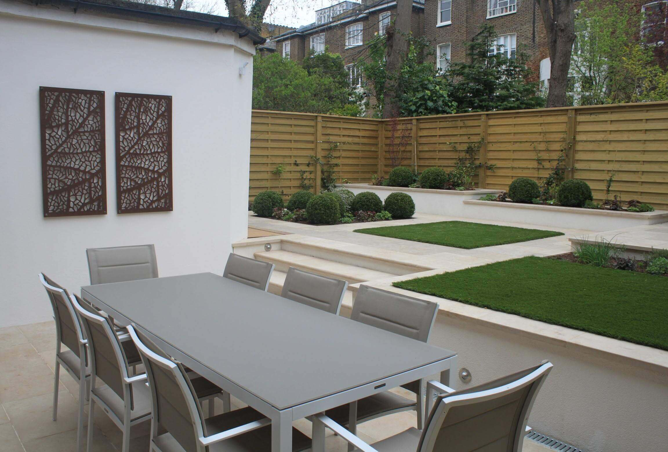 Modern new horizontal Hit and Miss in garden