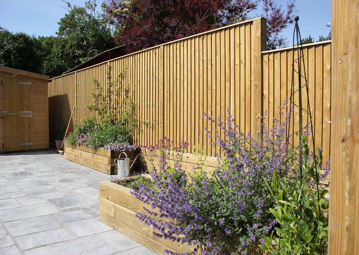 Featherboard privacy fencing