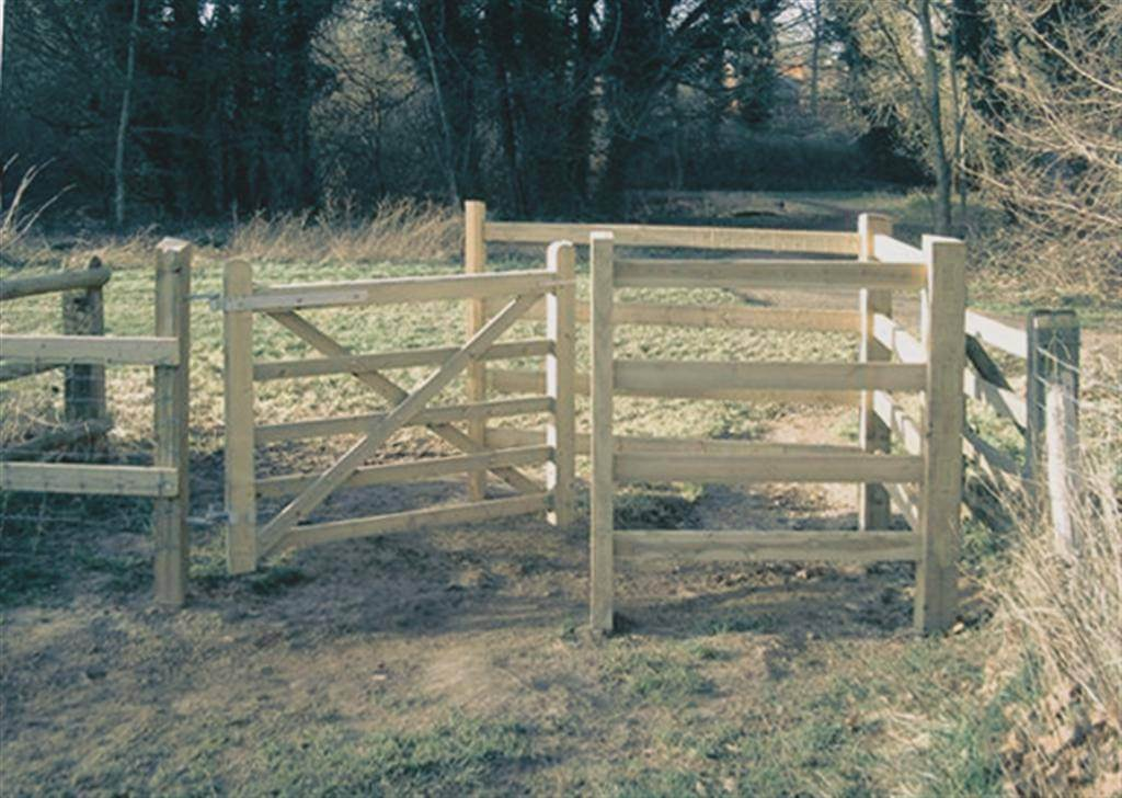 Mobility Timber Kissing Gate