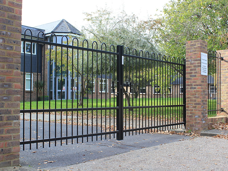 Metal Bow top gate