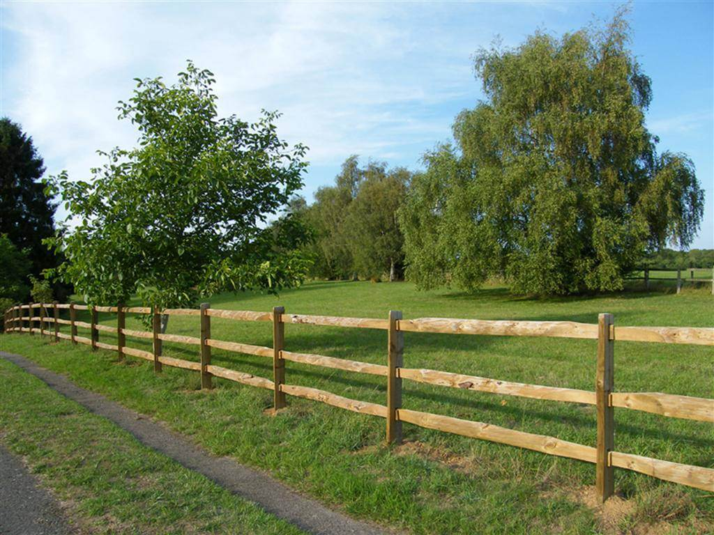 Special Post and Heavy Rail Farm Fencing