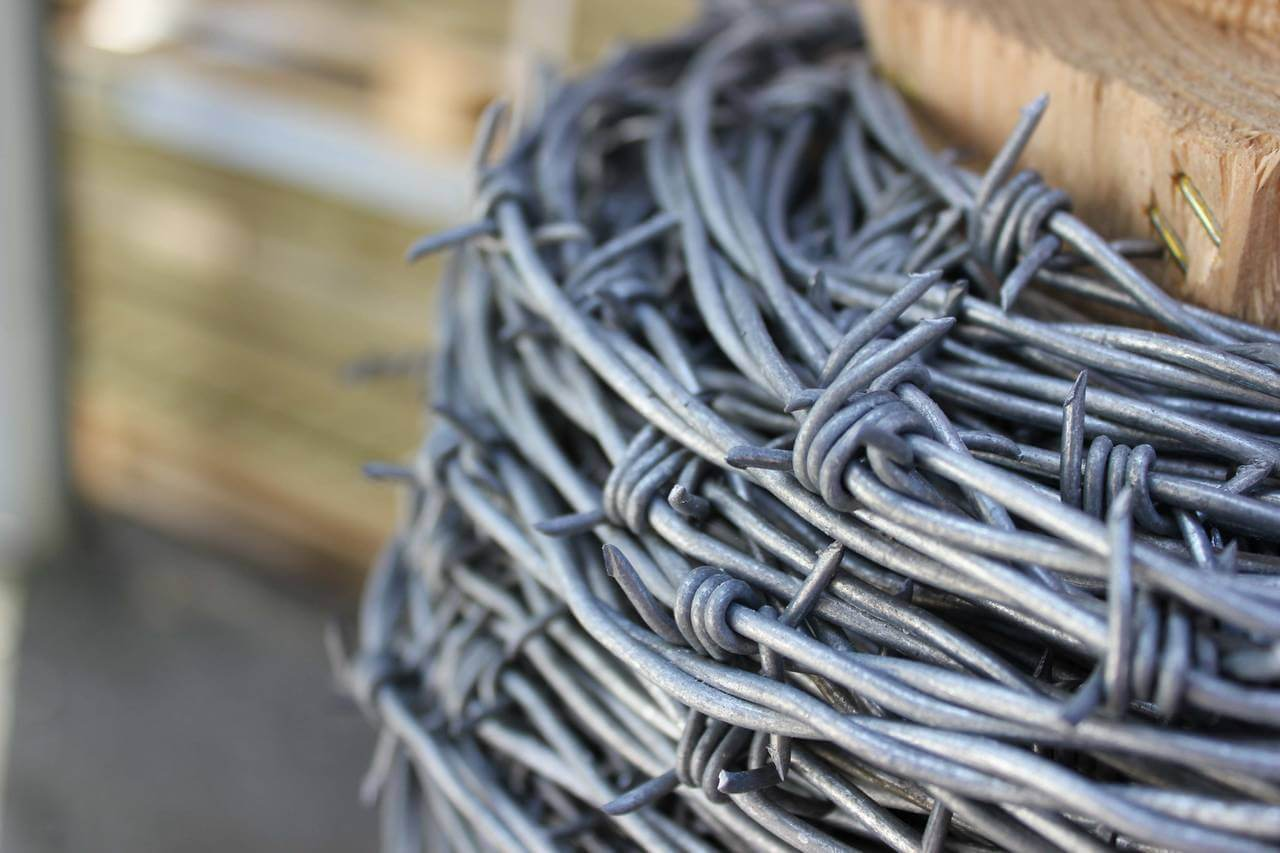 Barbed Wire 200m Jacksons Fencing Electric Accessories 7 Strand Fence Quality