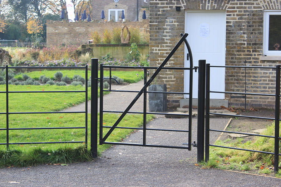 Estate railing gate black