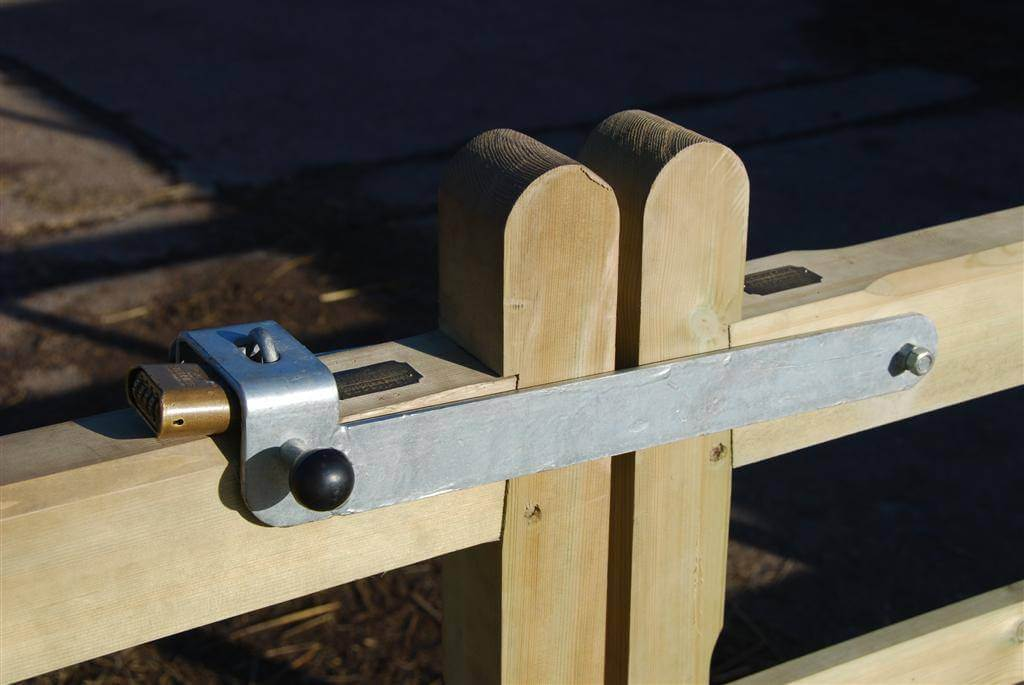 Gate fittings jacksons fencing