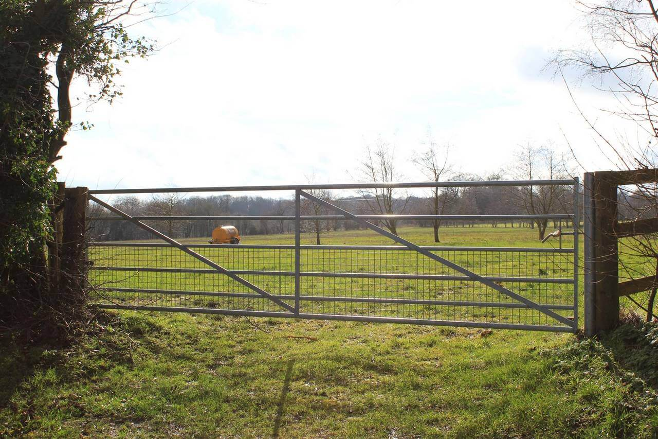 Heavy Metal Field Gate