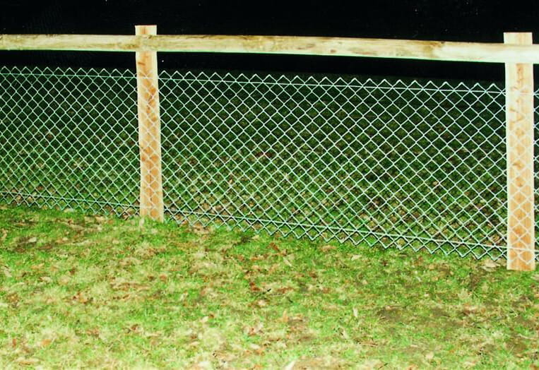 Timber chain mesh fencing