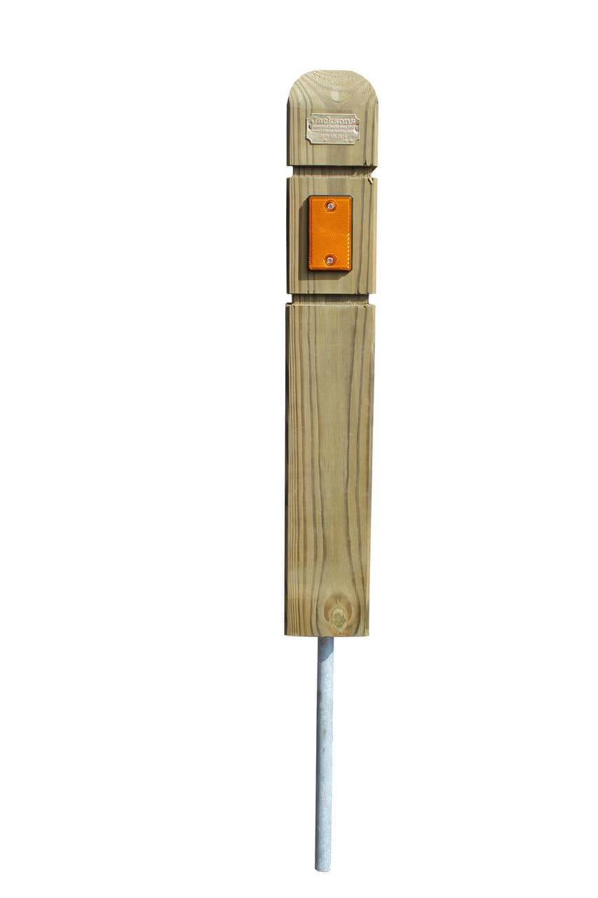 Verge protection marker post with amber reflector