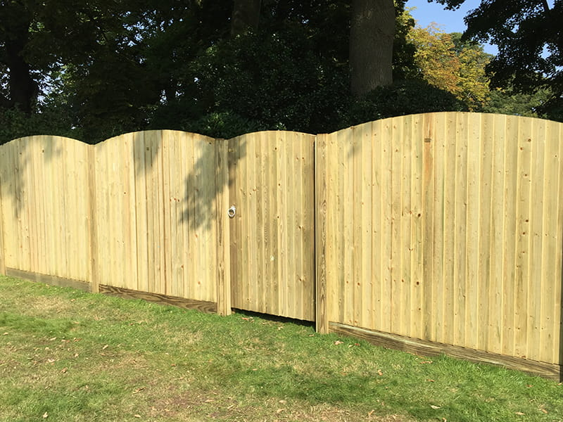 Featherboard curved fence panels