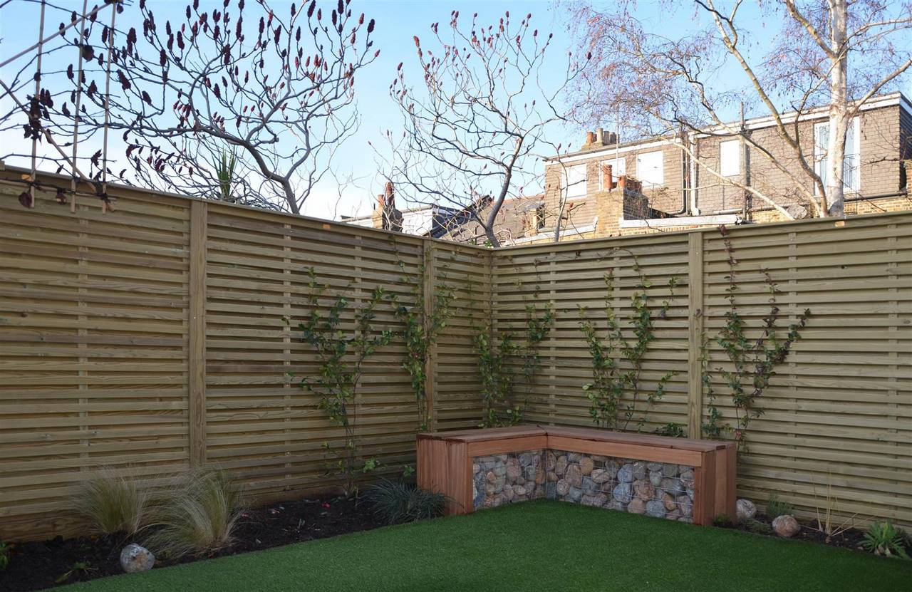 Venetian Hit and miss fence panels with Gabion seat