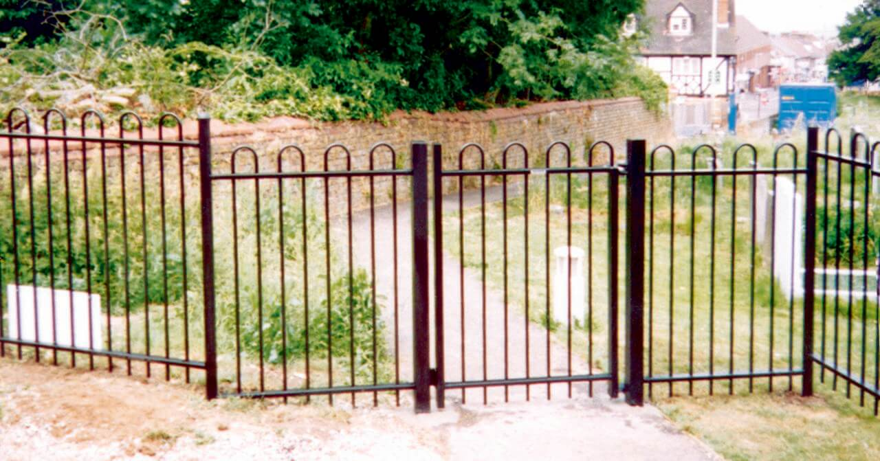 Bowtop Single Gate Black
