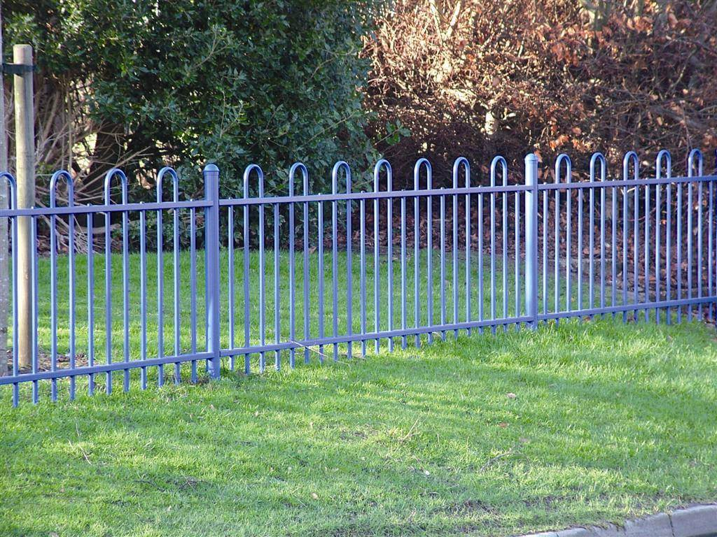 Anti trap bow top fence