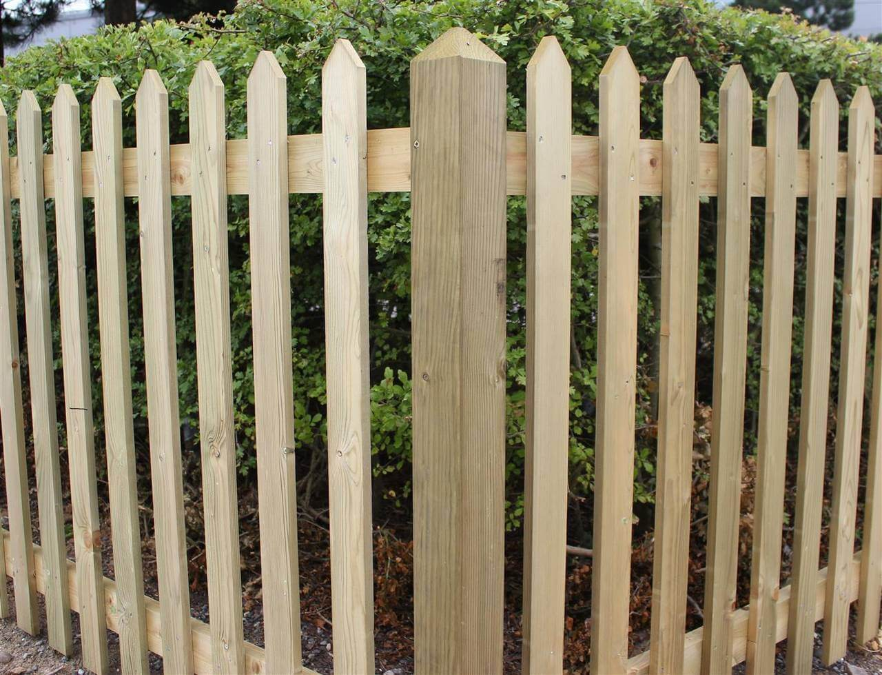 Traditional Pointed Palisade Corner Post