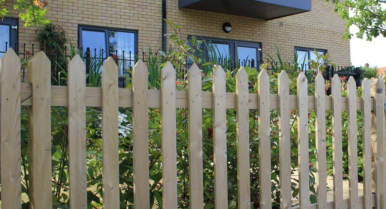 Traditional Pointed Palisade Fence