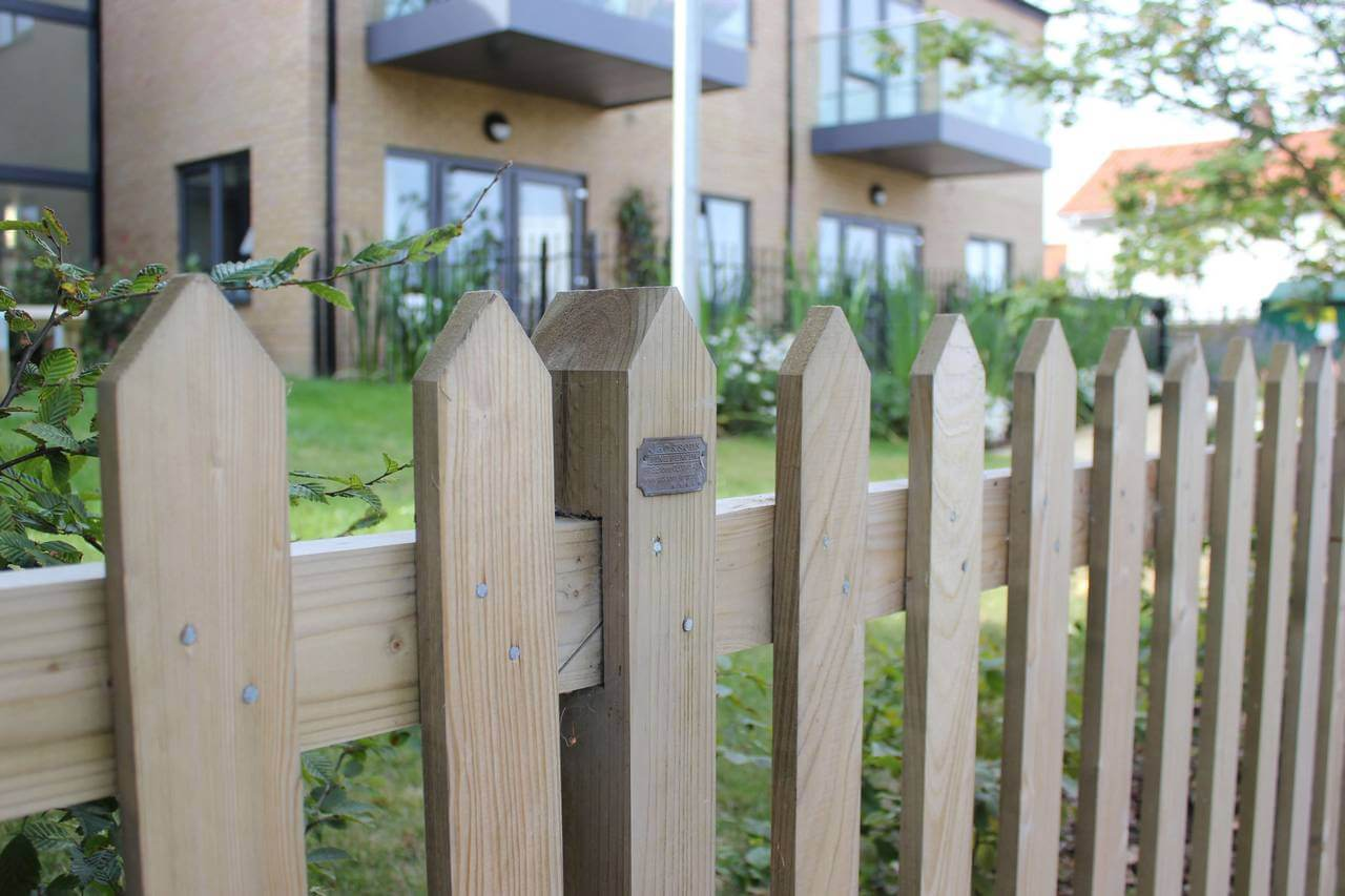 Traditional Pointed Palisade garden fence