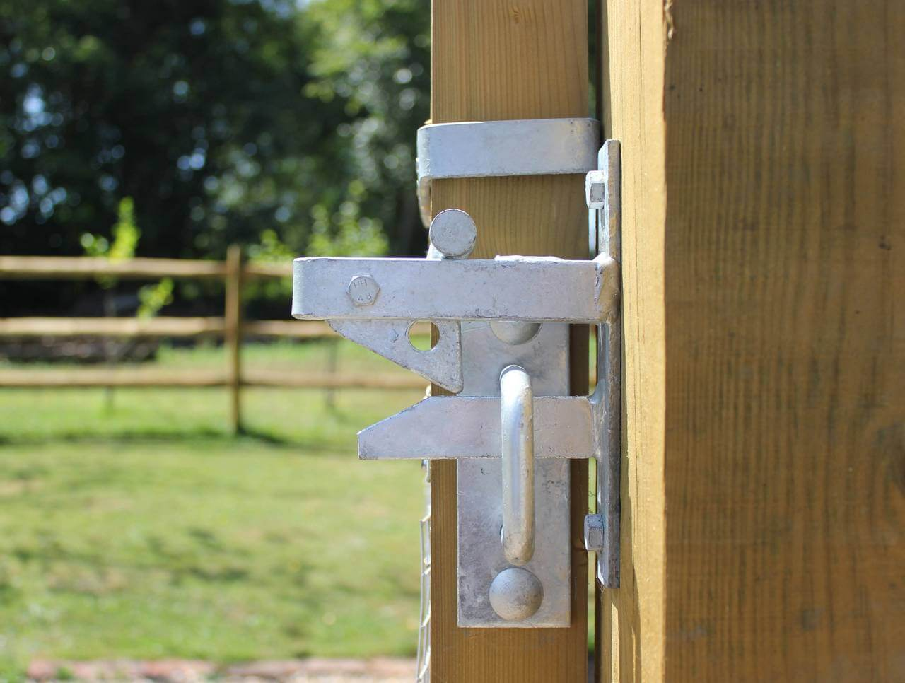 """gate hooks on 4/"""" plate heavy duty and galvanised  pack of 2 with fittings"""