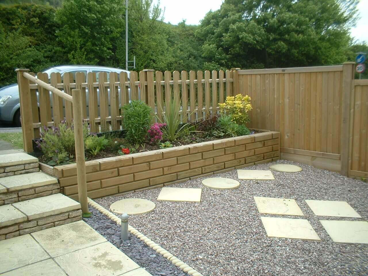 Front Jakwall flower bed with hit and miss palisade garden fence