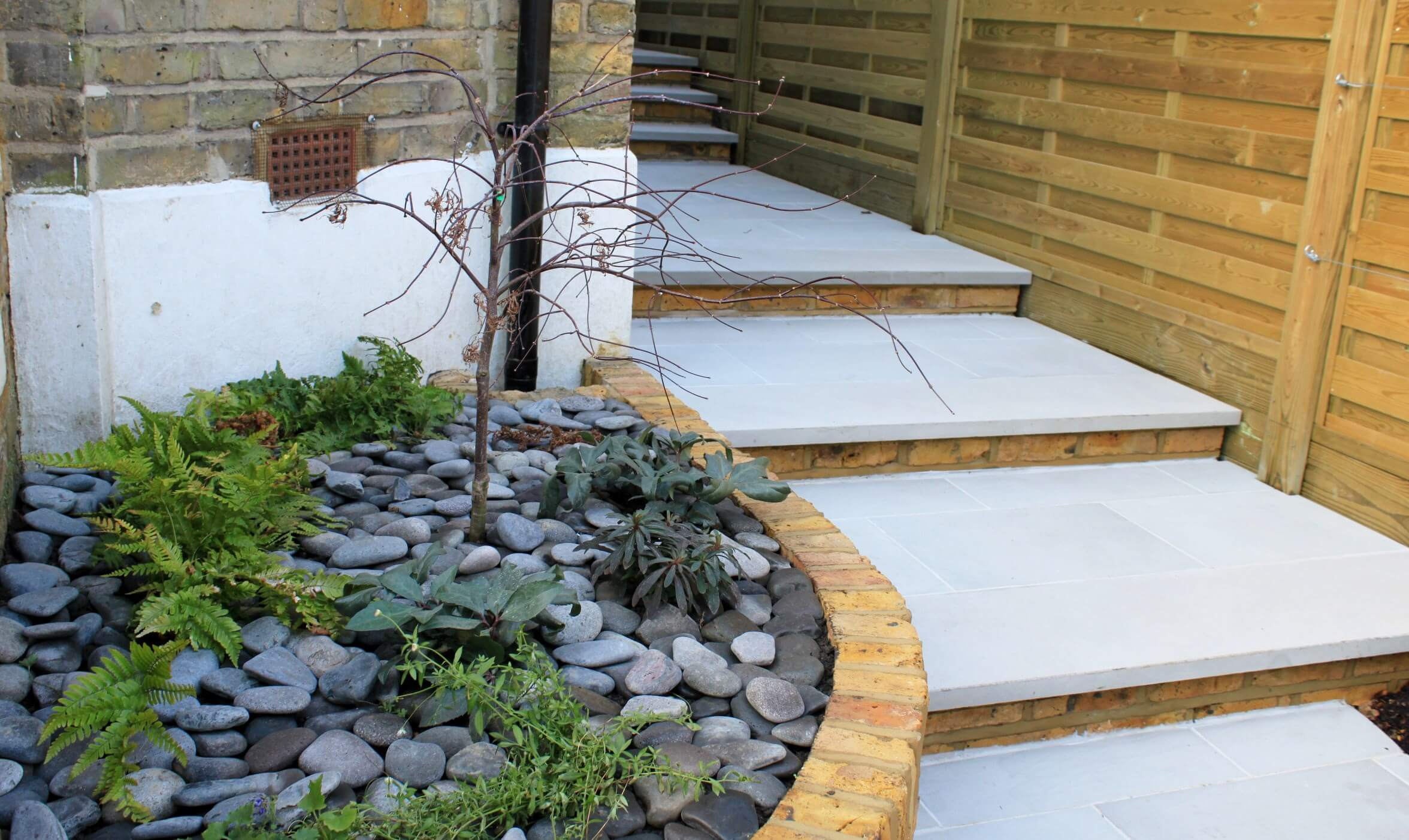 Garden steps to horizontal Hit and Miss panels