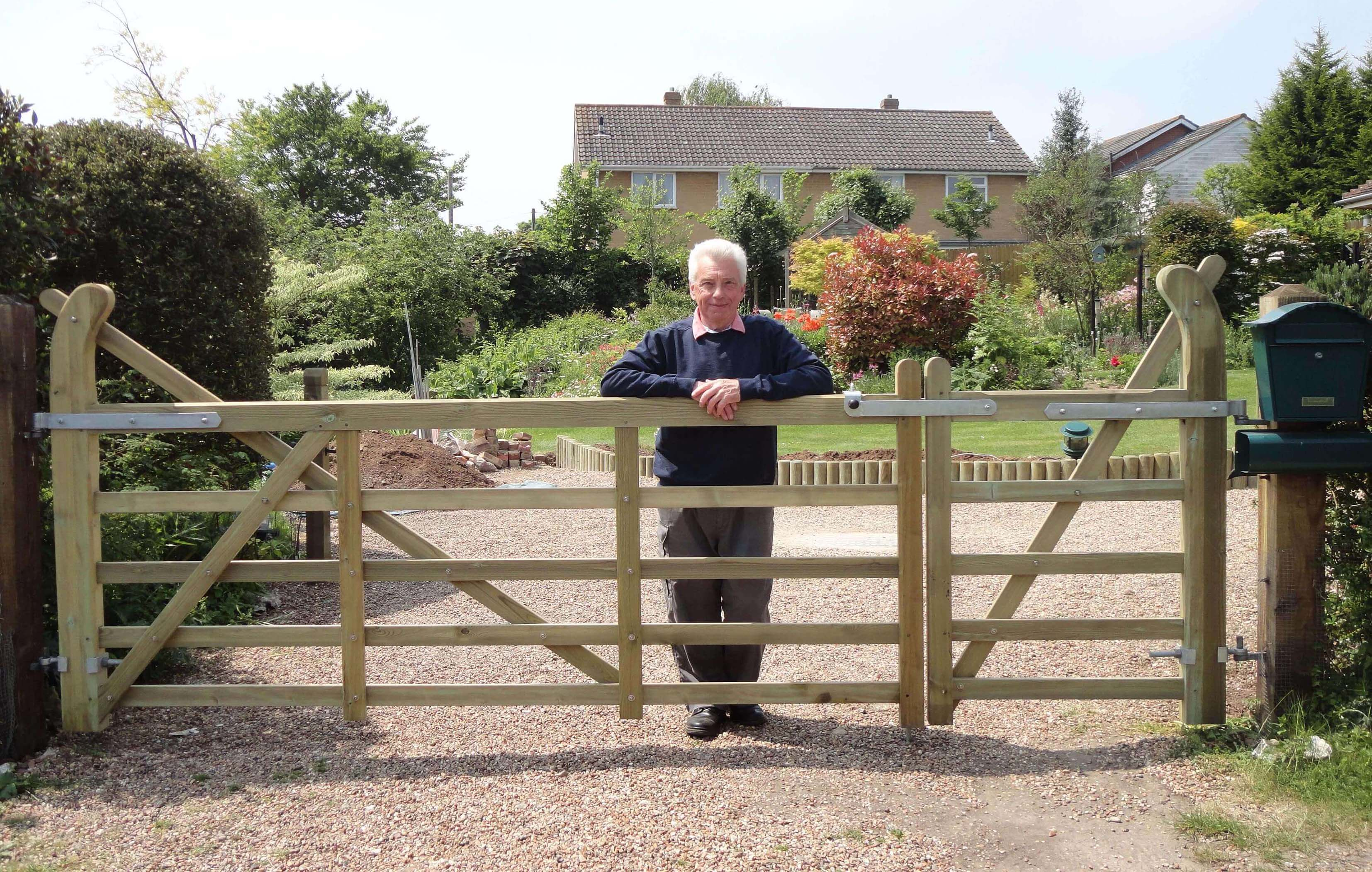 richard and his new pair of entrance gates