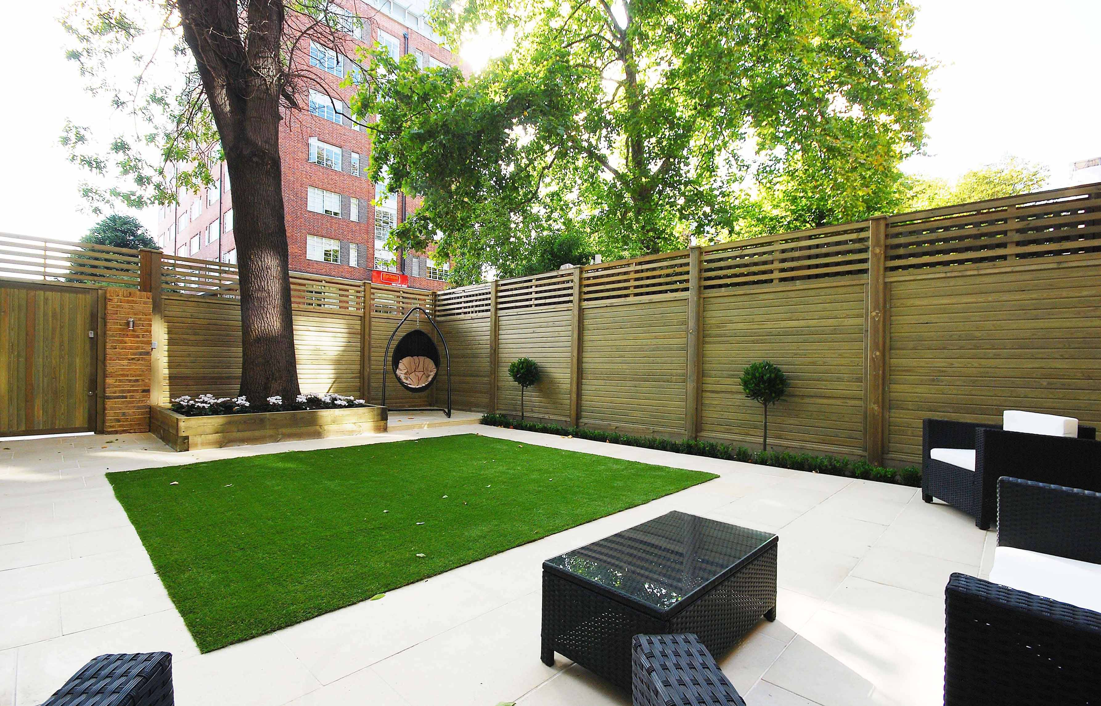Contemporay timber fencing and garden
