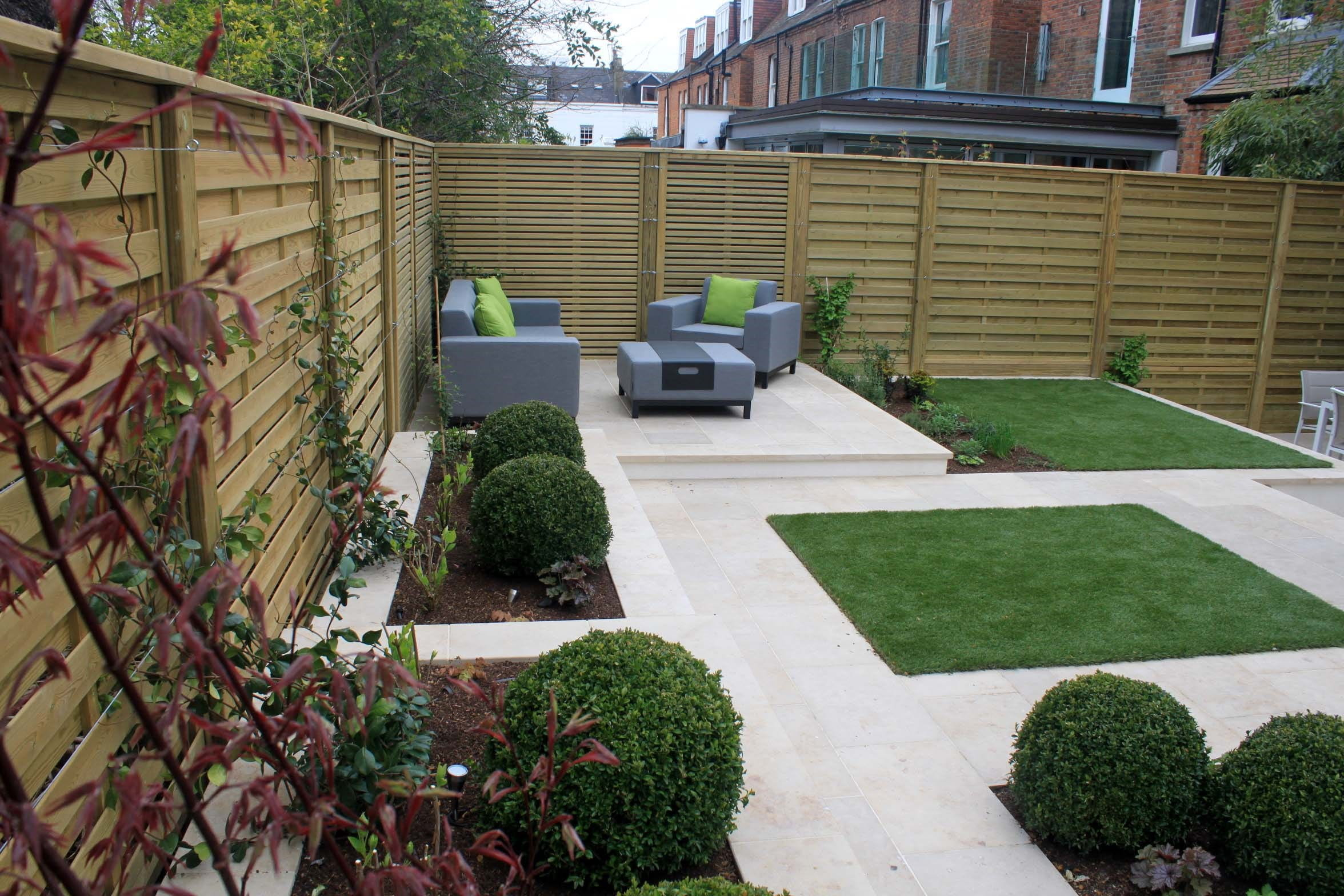 Stylish modern garden featuring contemporary fencing