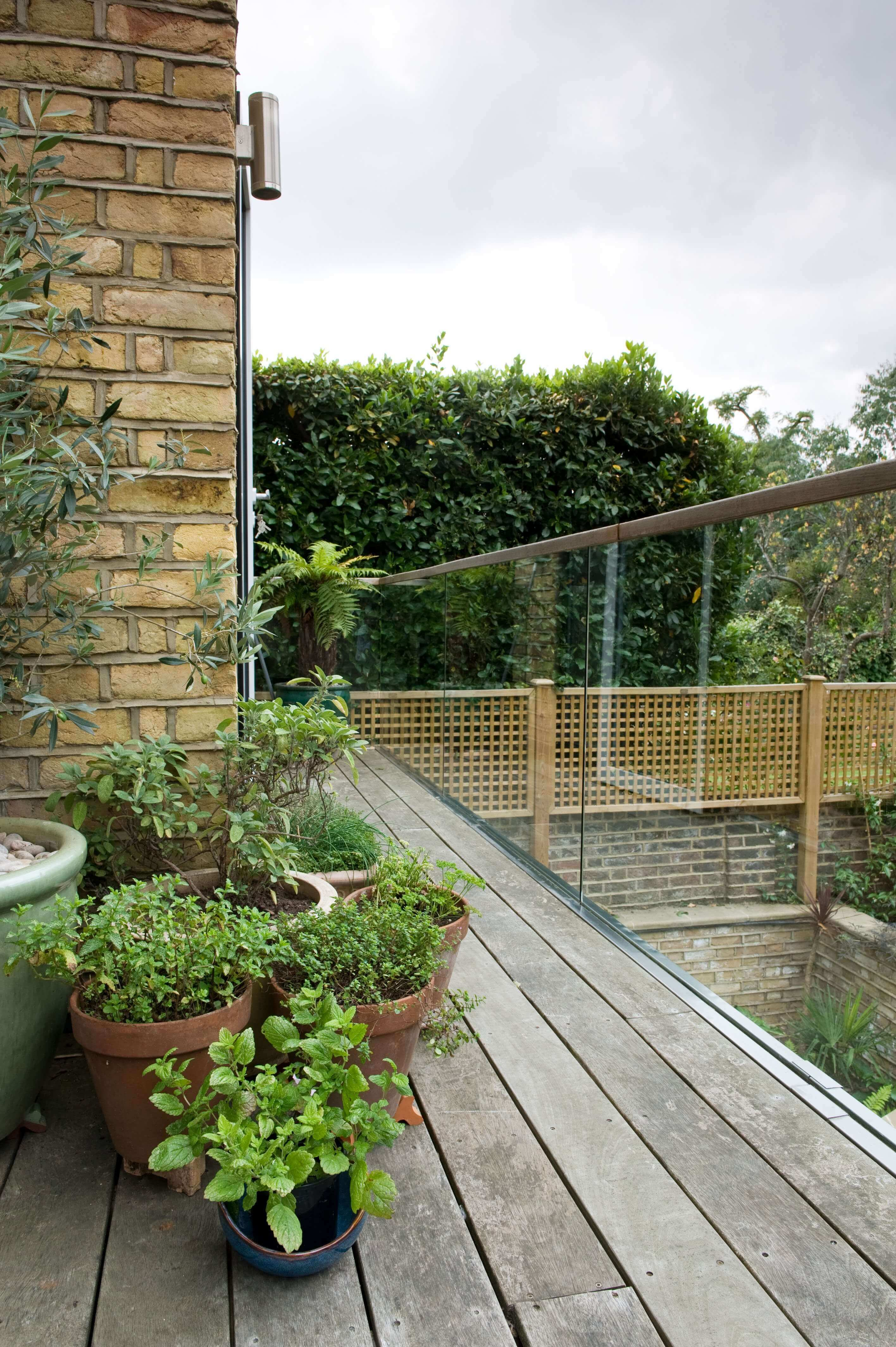 Jacksons Lattice trellis panels above wall