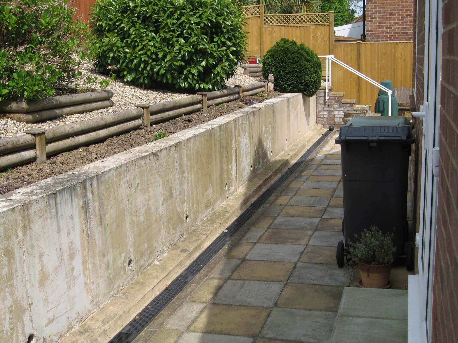 Garden wall before Jakwall installation