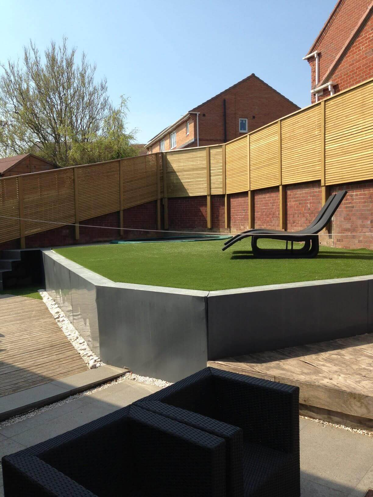 stunning modern garden with horizontal fencing