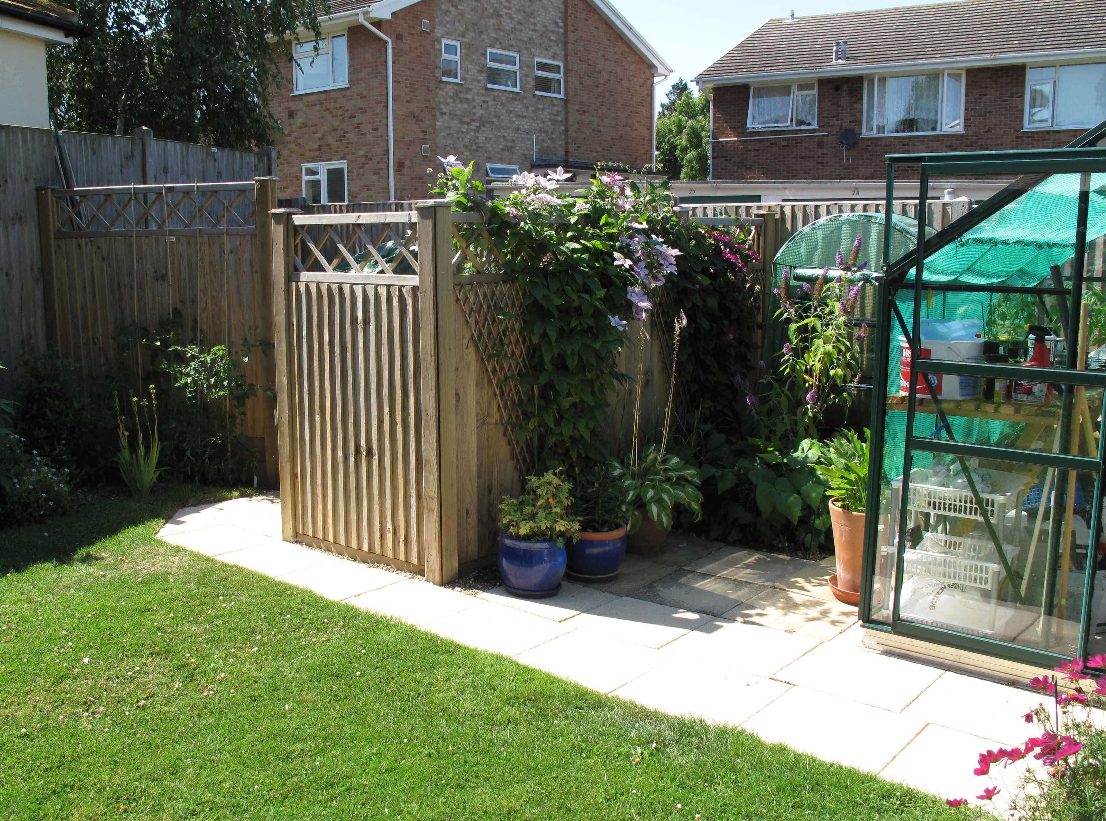 Garden storage space from fencing