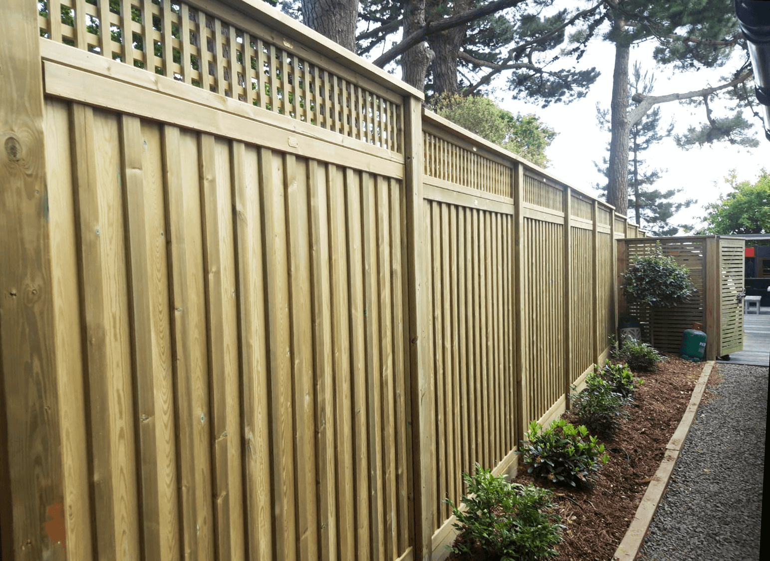 Chilham fence panel and lattice trellis
