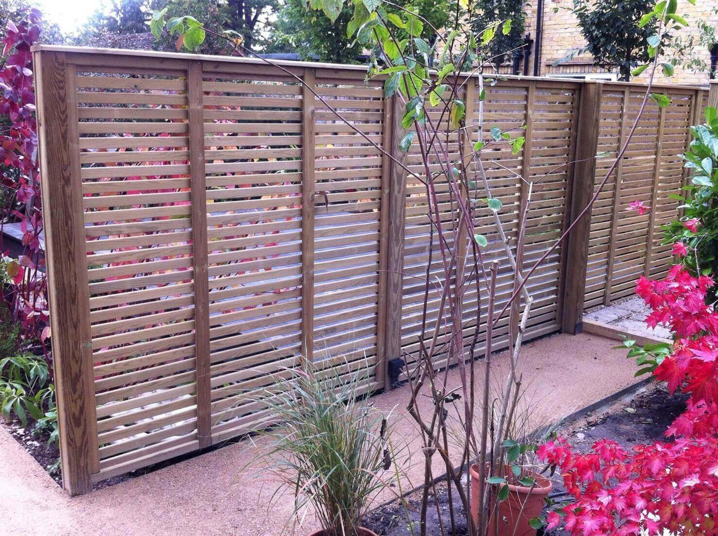 Venetian fence panels used as a garden screen