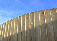 Featherboard convex fence panel