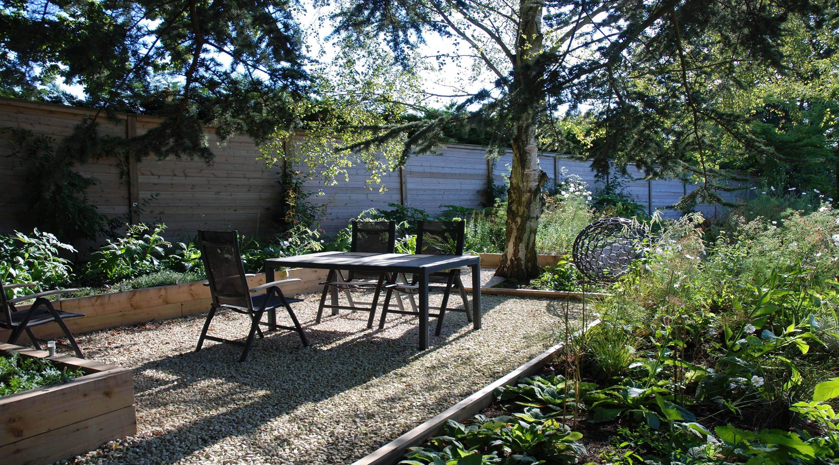 New seating area with Jakoustic fencing panel sleeper garden design