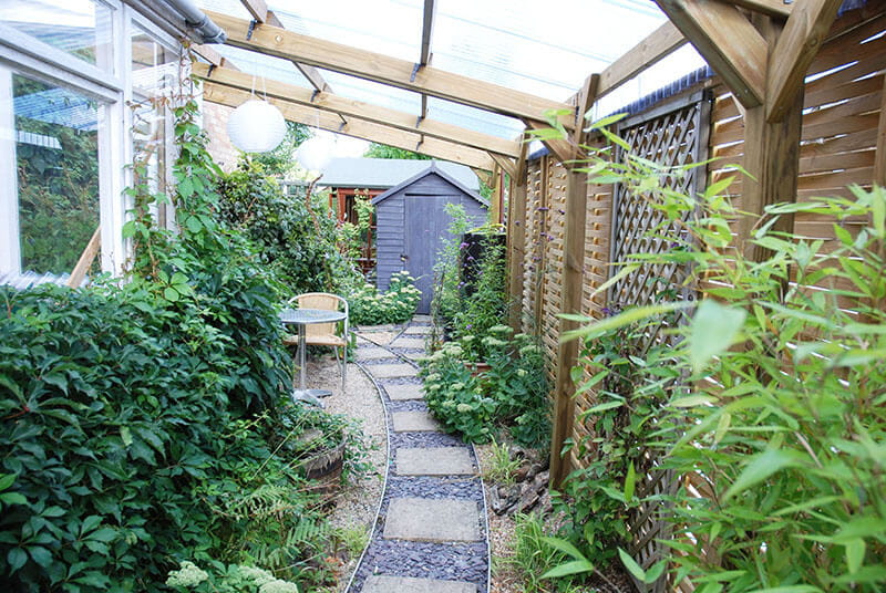 Build outdoor rooms for dining and entertaining 2