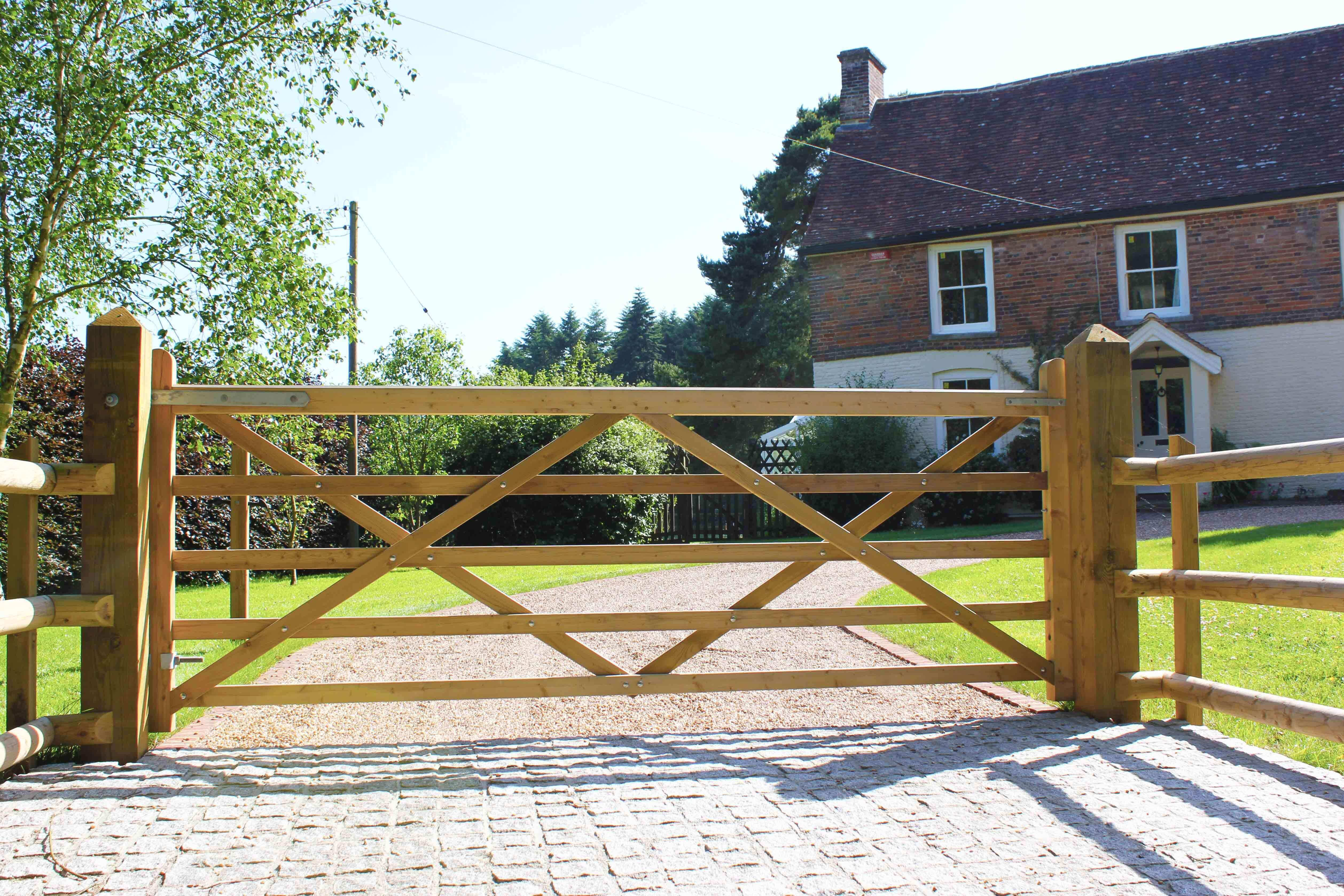 handmade Timber Uni Entrance Gate
