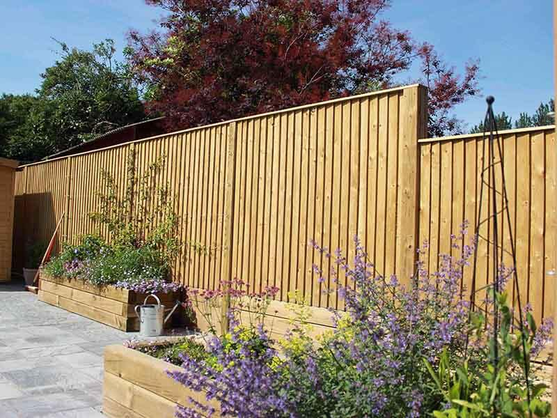 Solid featherboard fencing